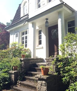 Villa im Wald nahe Köln - Villa
