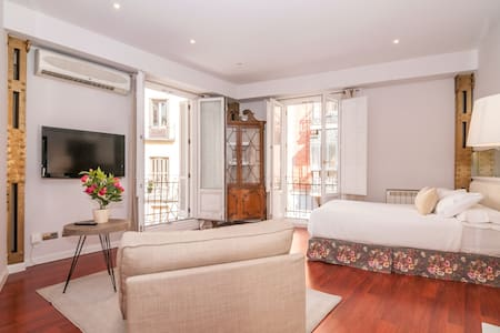 Downtown Madrid, NEW IN AIRBNB