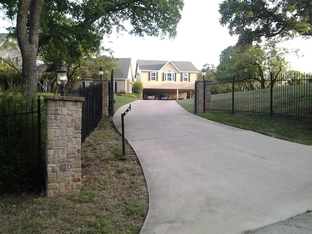 Cozy 2 BD with parking included - Fort Worth - Apartment