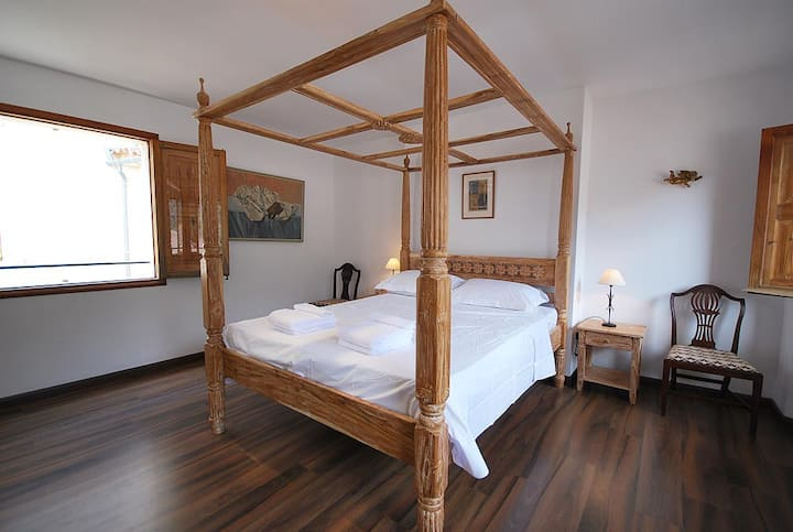 Spacious Balinese Bedroom Flat 'A' Fornalutx