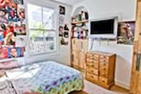 Double room Hoxton flower market  - London