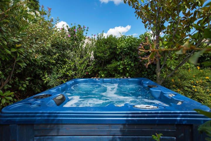 maison 2 chambres avec spa 6 places - Saint-Victor-la-Coste - House