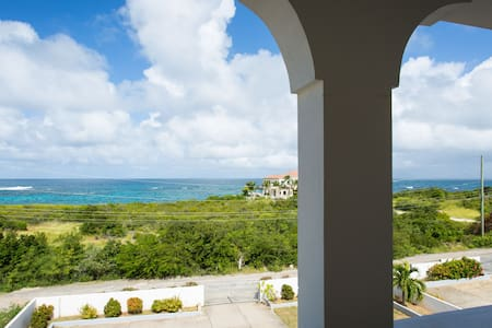 2 Bedrooms & Awesome Ocean Views 5mins wk to Beach