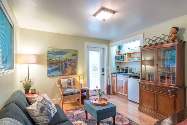 A  CLEAN, SAFE Guest Apartment  (SW Portland)