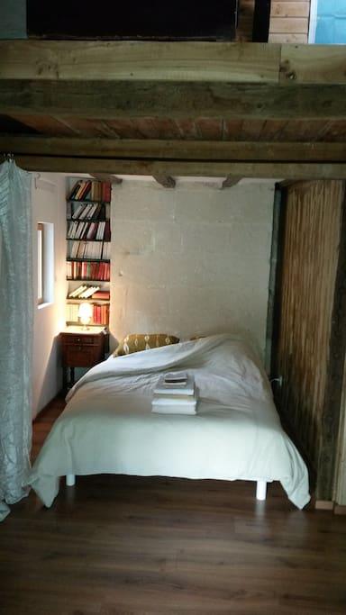 L'alcôve avec le lit 2 personnes