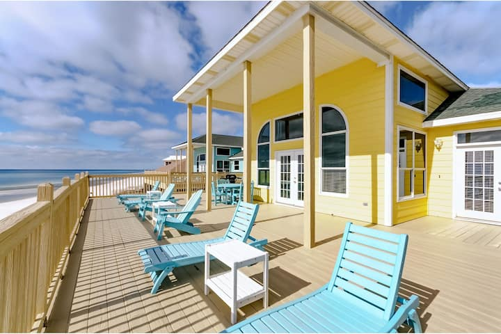 Gulf-front home w/ deck, amazing Gulf views, adult bikes, and beach access!