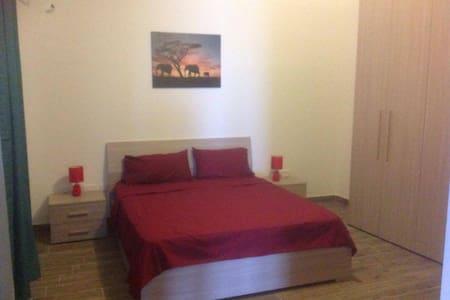 Comfortable King size bedroom / Ensuite Bathroom - Ħal Għaxaq