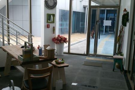 힐링캠프 장항군산 호스텔 펜션 - Janghang-eup, Seocheon