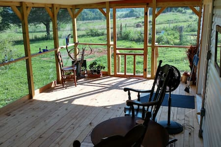 Red Mule Lodge, big porch, full kitchen! - Sparta