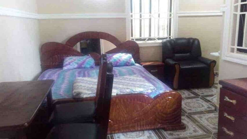 1 BR Suite w/ Int, AC, Hot water 1 Ml frm US EMB