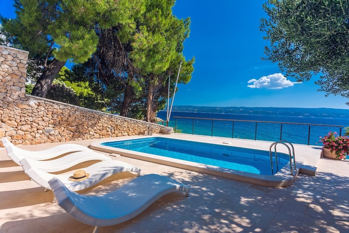 New! Beachfront  Casa Ahoi with 2 bedrooms, heated pool, Villa with amazing sea views
