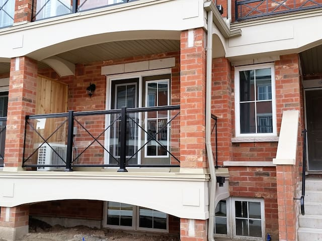 2 Bedroom 2 Bathroom Brand New Townhome - Oakville - Apartment
