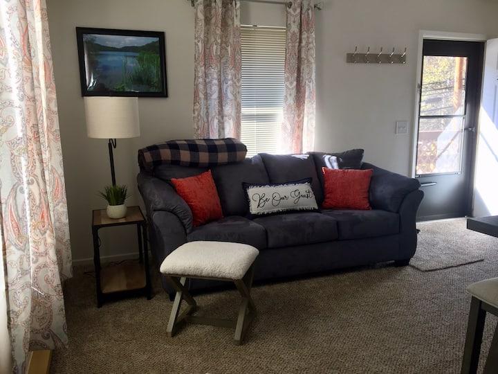 The 3 C's -Comfy, Cozy, Convenient Upstairs Apt