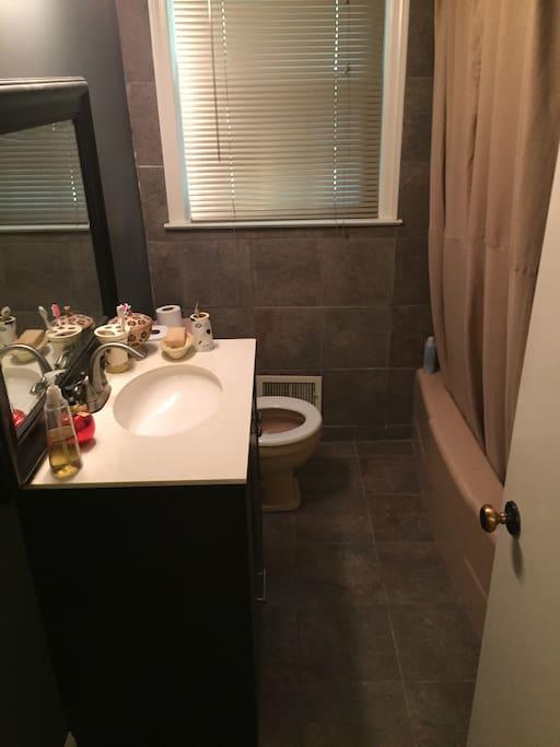 Bathroom with tub / shower