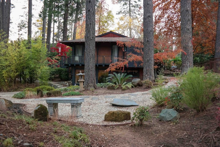 Paradise Pines  Private Hot Tub, Relax and enjoy!