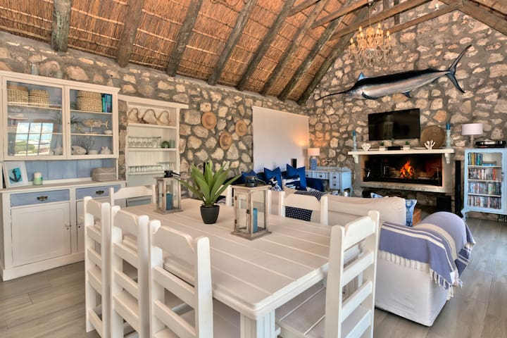 Cosy Cottage with Wood Fire Hot Tub, Struisbaai