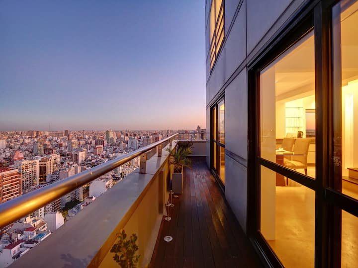 Penthouse on 35th floor w/City Views in Palermo
