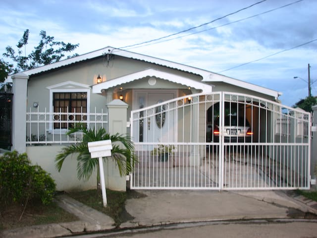 Home away from home - Chaguanas - Casa