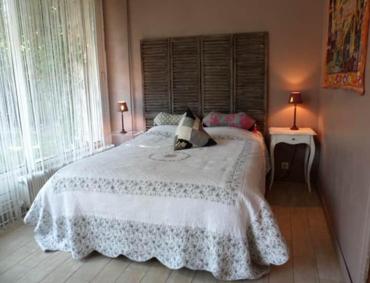 Spacious bedroom near Disneyland/Paris/Asterix
