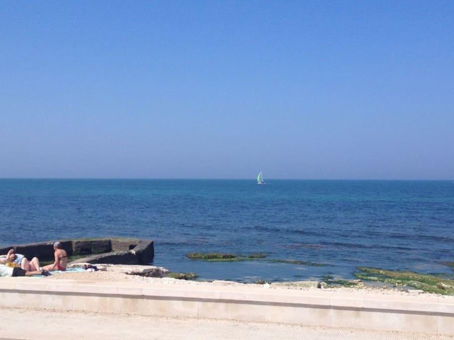Spiaggia libera fronte abitazione