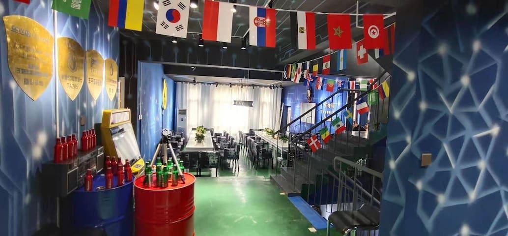 金梧桐别墅轰趴:梦幻星空