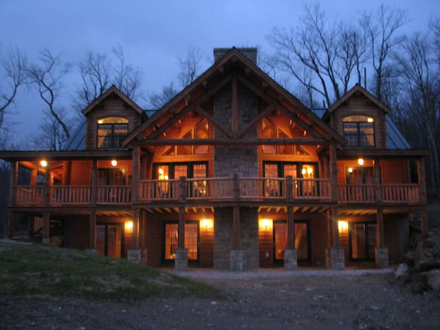 Killington Vermont Traditional Log Home - Killington - Dům