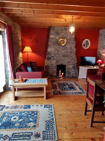 Anastasias Cottage..delightfully restored barn