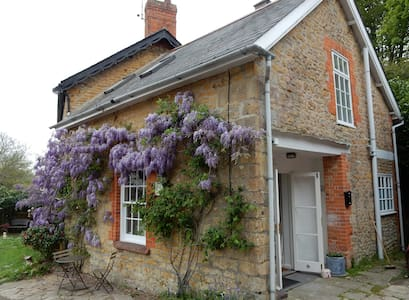 The Loft, quirky tranquil romantic cottage retreat