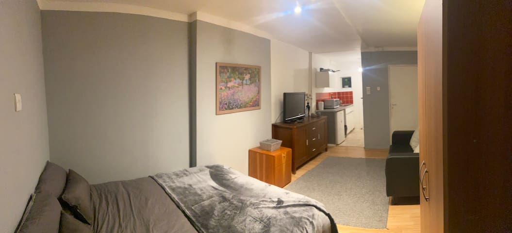 Studio Flat in Mile End - 15 mins to Bank!