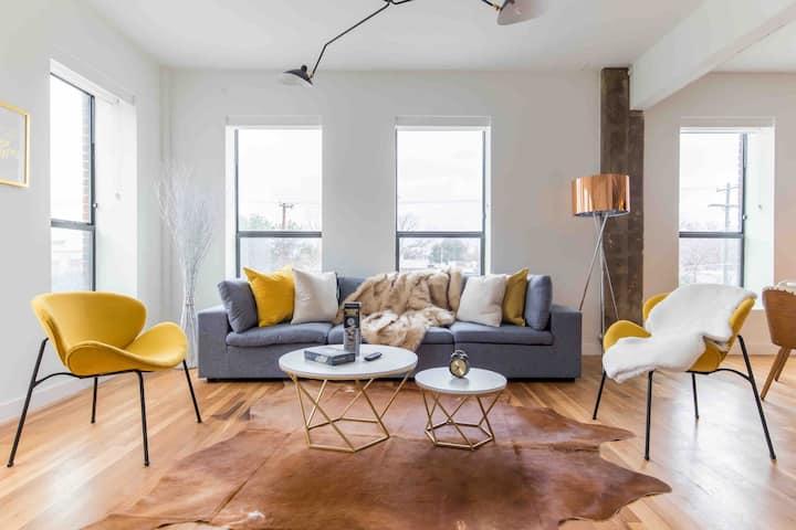 Irresistible 2Bed 2Bath Dallas loft + King Bed