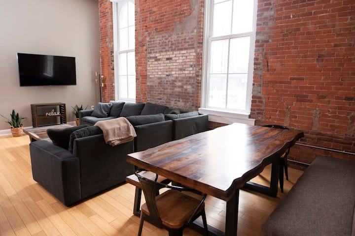 7 Beds off Georgia Street Near Convention Center