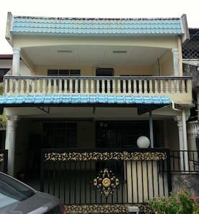 D' App Villa -HomeStay- Seremban - Ház