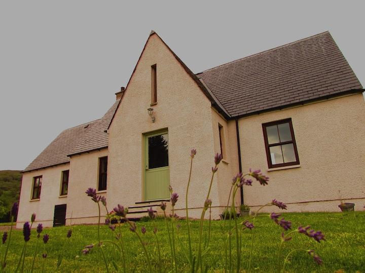 Luxury Suite 5 Mins to the Isle of Skye