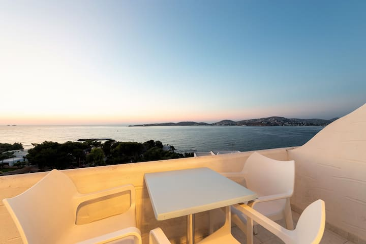 PRIVATE TERRACE WITH PANORAMIC SUNSET SEA VIEW