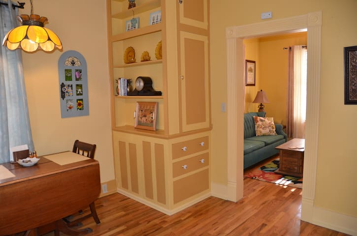 1930's Style Apartment by Downtown - Colorado Springs - Apartment