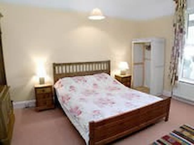 Spacious double room, Thurlibeer nr Stratton, Bude - Stratton - Bungalow