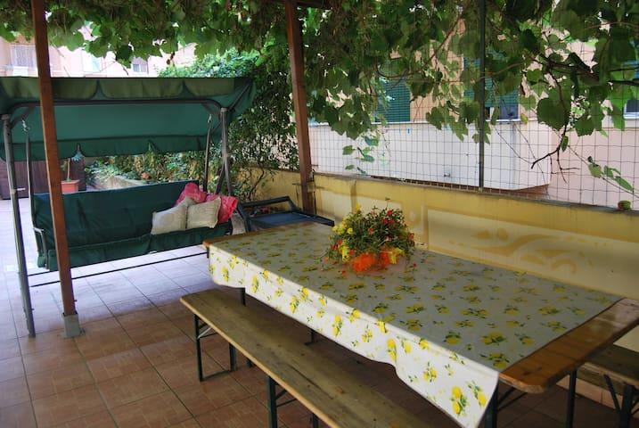 Beautiful Garden - Romantic Room