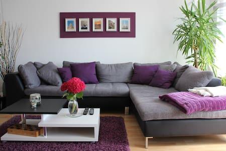 Cozy apartment near Stuttgart Airp. - Neuhausen auf den Fildern - Rumah