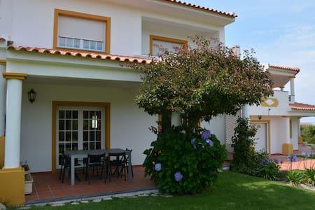 Casa de Férias na Praia d'el Rey - Vale Benfeito - House