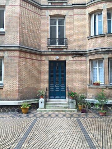 accès à l'immeuble depuis la cour