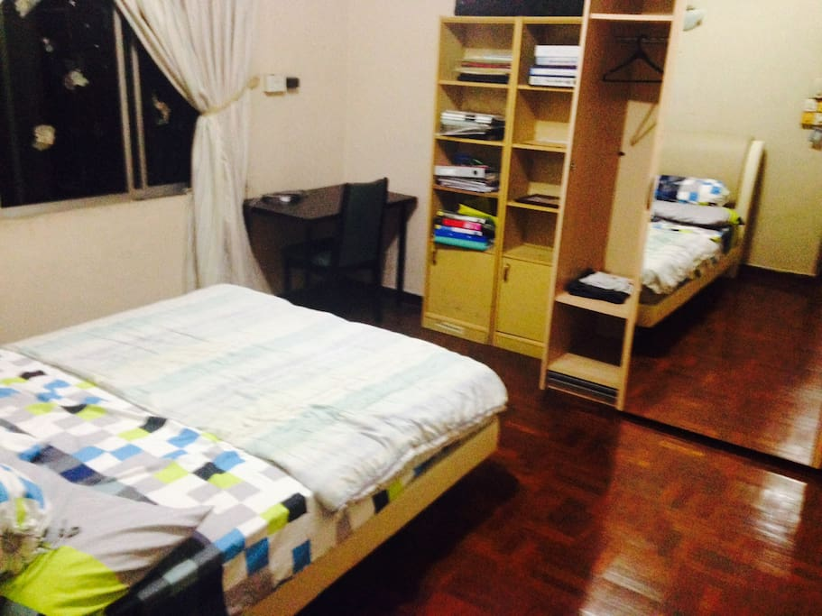View of personal room. Parque floors and full length mirror
