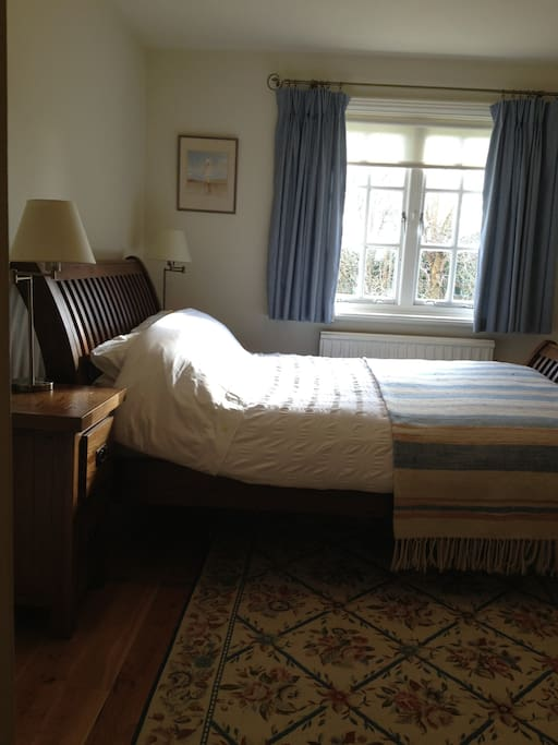 Beautiful, quiet, tranquil double room with large screen tv and wifi.