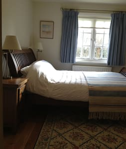 Quiet rooms in large detached house - Huis