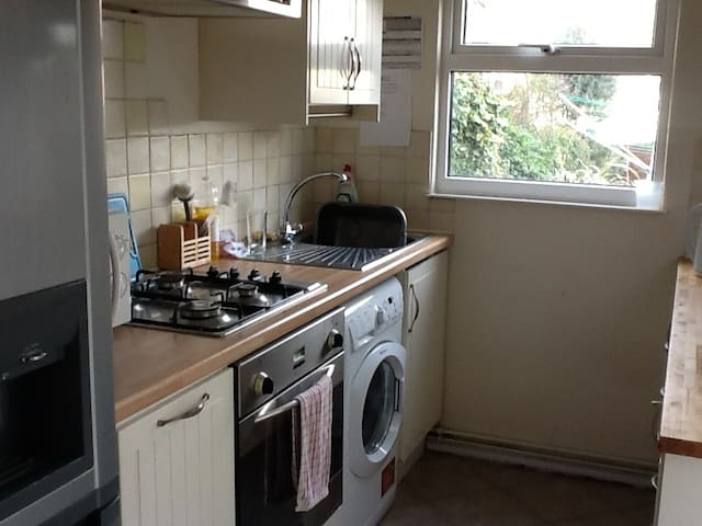 Lovely Single Room in Shared House - Colchester - Casa