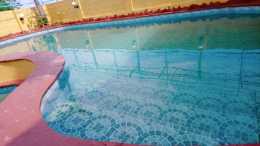 Pansol Resort Calamba Laguna, Casa Amarilla Pool