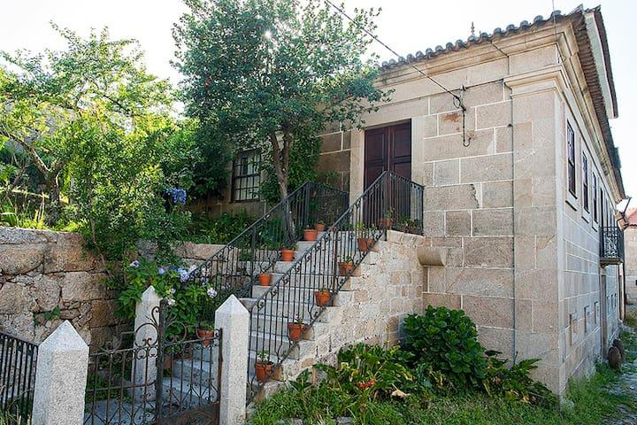 Casa do vale de Cerva - Escoureda, Cerva, Ribeira de Pena