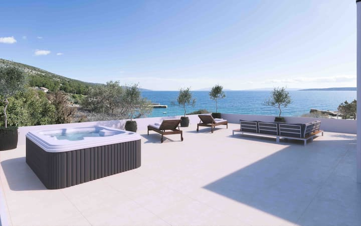 Secluded 3 Bedroom Seafront Suite w/ hot tub