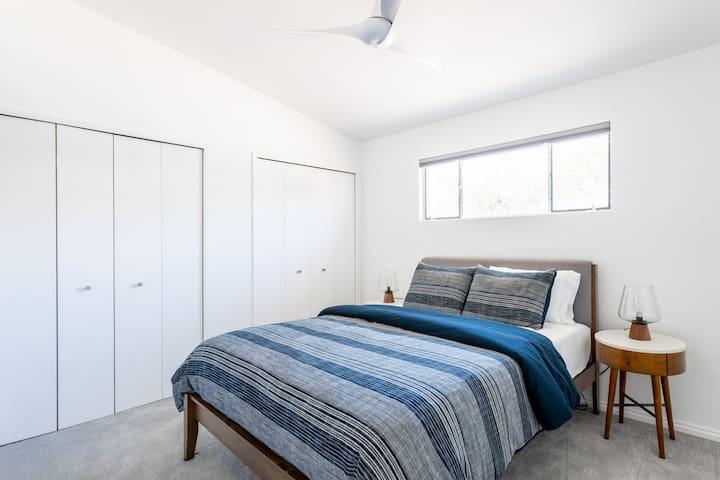 Bedroom #1 (Queen Bed) En Suite Bathroom