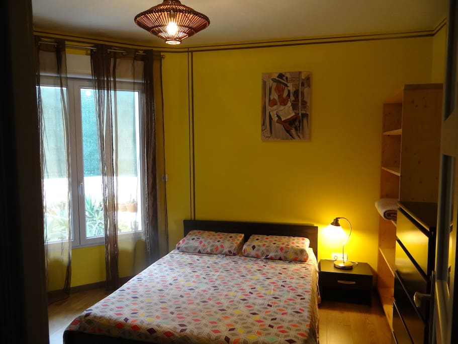 Grande chambre - Spacious Bedroom