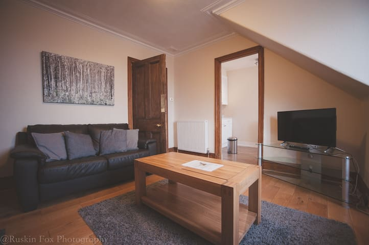 Bright and airy two bed set in Granite